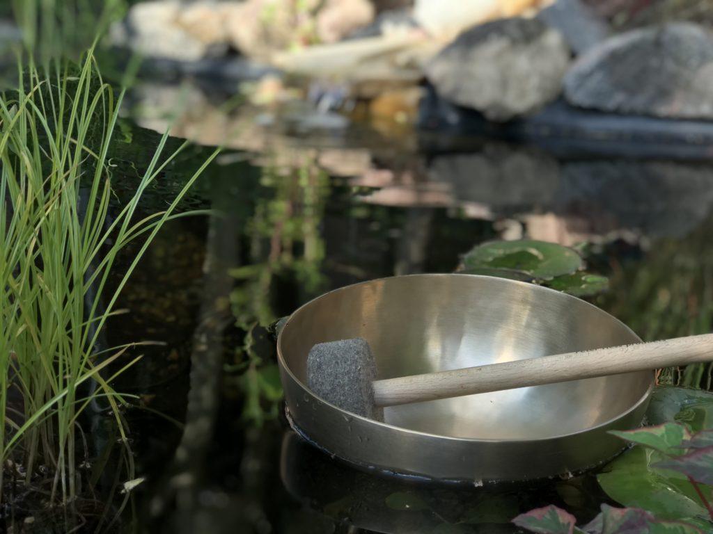 Stille und Klang am Wasser